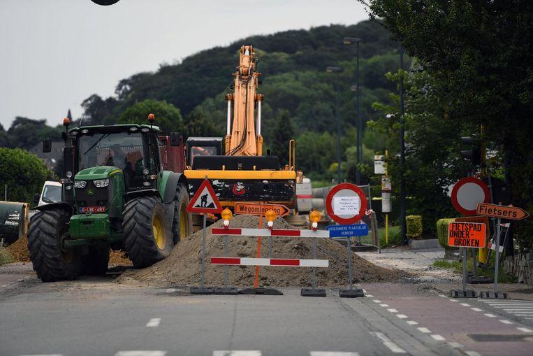De bewoners van wijk Armendaal zijn het zware werfverkeer in hun straten beu.