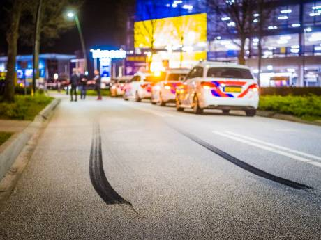 Politie stopt drukbezochte automeeting in Den Bosch, bijeenkomst in Son gestaakt na ongeluk