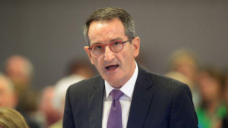 Francis Sullivan, hoofd van de Australische Raad voor waarheid, gerechtigheid en herstel. Sullivan hield vandaag in Sydney een rede voor de koninklijke onderzoekscommissie naar kindermisbruik in instellingen. 'De hypocrisie ontneemt je de adem', zei hij. Beeld AFP