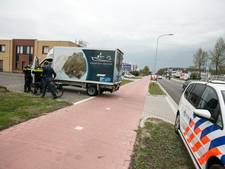 Fietser gewond bij aanrijding met vrachtwagen in Duiven