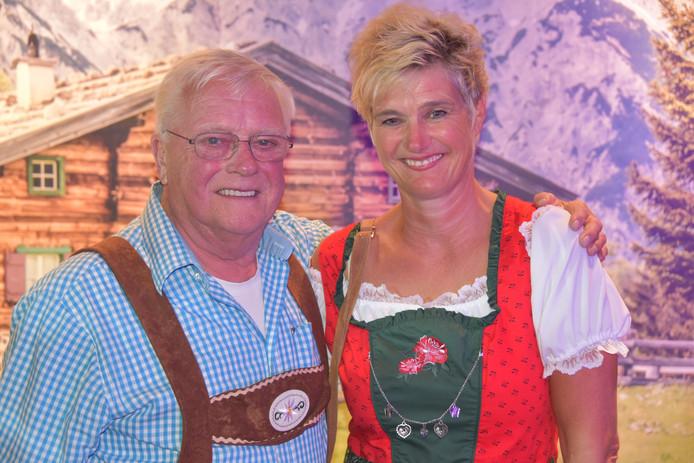 Ariska Klein-van Hunen samen met haar vader waar ze mantelzorger voor is.