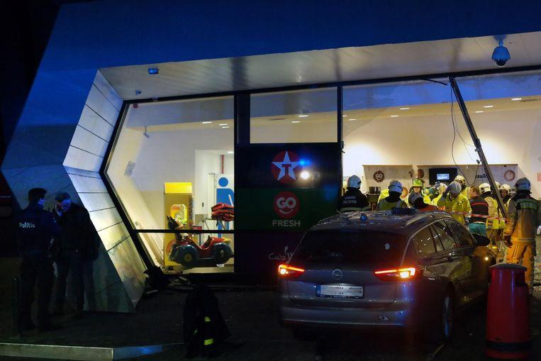 G.W. reed in januari dronken het tankstation van Drongen binnen. Een Nederlandse man kwam daarbij om het leven.