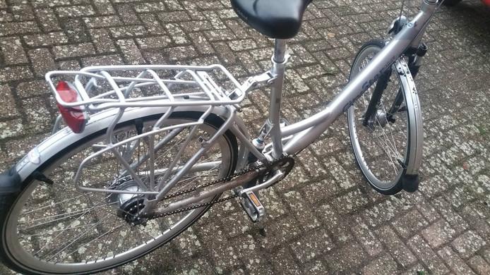 De vermoedelijk gestolen fiets (2).