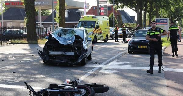 Brommerrijder zwaargewond bij botsing in Barneveld.