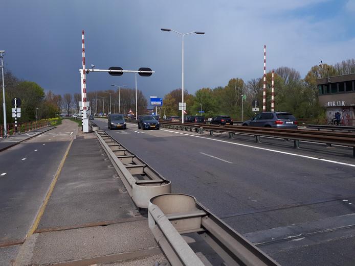 De Wantijbrug gaat tien weken op slot.