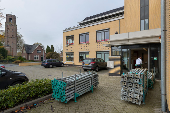 Het gebouw De Villa aan de Gasthuisstraat in Kerkdriel heeft eenzelfde betonnen constructie als waarmee het misging in Eindhoven op het vliegveld. Het gebouw werd afgelopen weekend gestut.