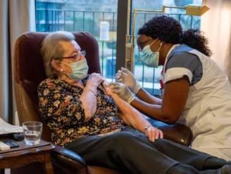 """Vaccinatiecampagne nu ook in Mortselse woonzorgcentra van start: """"Alle bewoners hebben toestemming gegeven"""""""