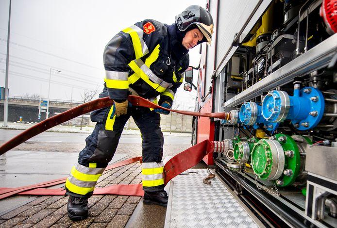 De Rotterdamse haven heeft een eigen brandweerkorps dat is gespecialiseerd in de bestrijding van industriebranden, incidenten met chemicaliën, scheepvaartongelukken en werken op hoogte. Omdat er niet zoveel gespecialiseerde brandweermensen in Nederland zijn, is het zaak ze gezond te houden.
