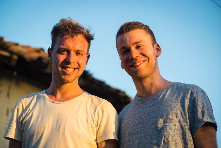 Cameraman Laurens Vanlandschoote en regisseur Tom Exelmans.