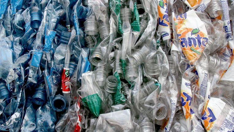 Geplette plastic flessen, klaar voor recycling. Beeld anp