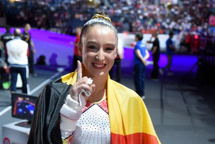 Nina Derwael a conservé son titre mondial aux barres asymétriques, samedi, aux Mondiaux de Gymnastique de Stuttgart.