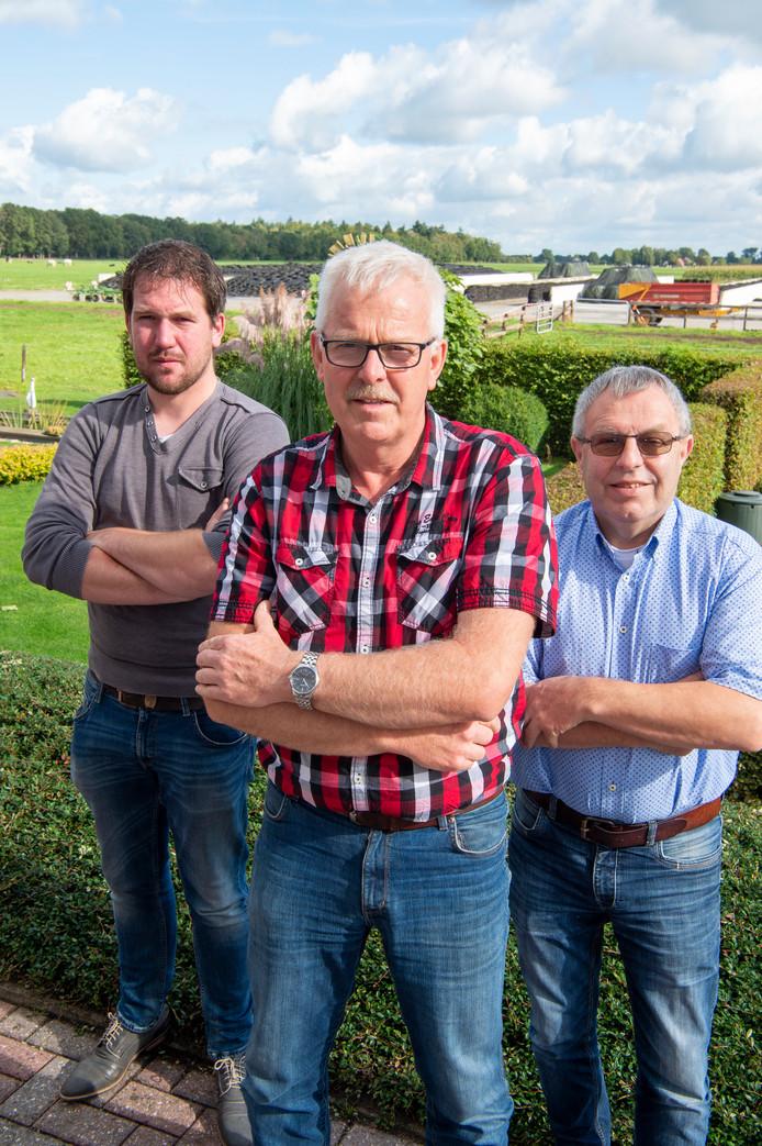 Rick Hofsink, Henk Bunskoeken, Jan Kremer (v.l.n.r.) richtten Realistisch Duurzaam Bergentheim op met als doel te voorkomen dat ze twintig windmolens in de achtertuin krijgen. FFU PRESS AGENCY COPYRIGHT FRANK UIJLENBROEK