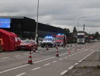 Bromfietser gewond na uitwijkmanoeuvre voor afslaande auto