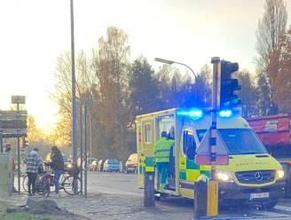 Scholier lichtgewond bij aanrijding op kruispunt Eigenlostraat