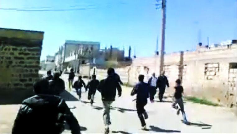 Syrische demonstranten in Daraa afgelopen maandag. Beeld ap