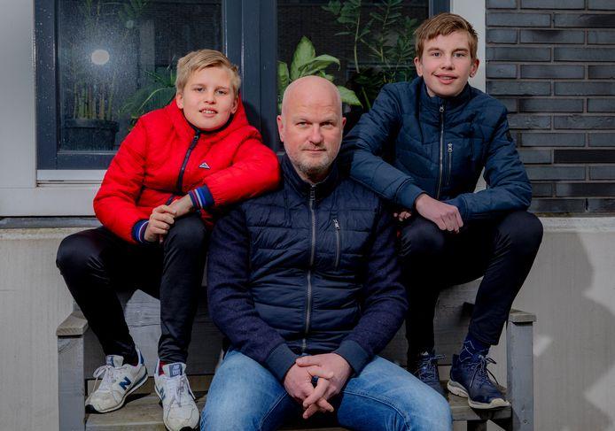 Zwolle - Erik Riemens met zoons.