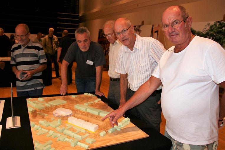 Samen met zijn broer Robert bezocht Jacques Vingerhoed (rechts) de infotentoonstelling.