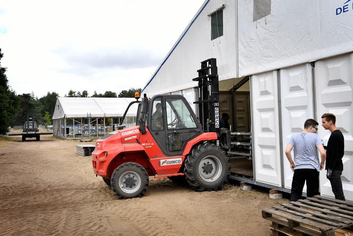 De bouw van het Vierdaagsekamp op Heumensoord.