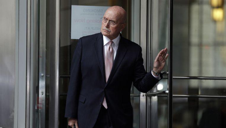 Jack McMahon, de advocaat van de schuldig bevonden abortusarts, verlaat maandag de rechtbank in Philadelphia. Beeld ap