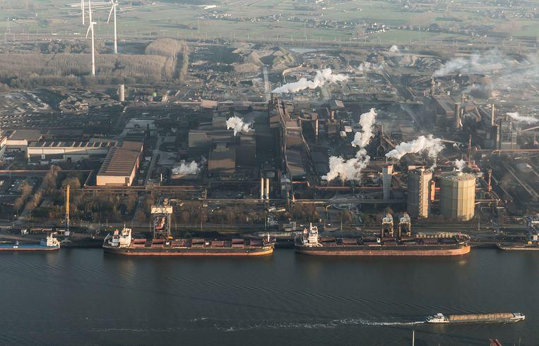 Het Gentse havengebied, waar zowel grote bedrijven als kmo's zitten.