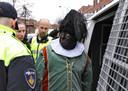 Leden van Pegida verkleed als zwarte piet werden kort voor aankomst van sinterklaas aangehouden.