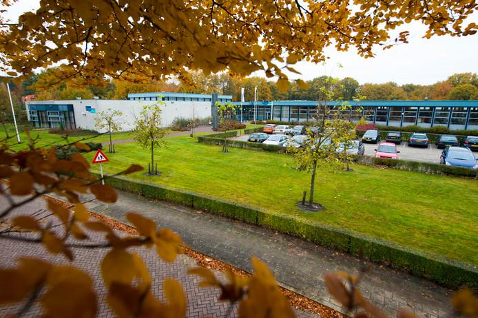 De christelijke scholengemeenschap Reggesteyn wil de huidige vmbo-vesting aan de Willem de Clercqstraat afstoten. De gemeente Hellendoorn wordt dan de nieuwe eigenaar.