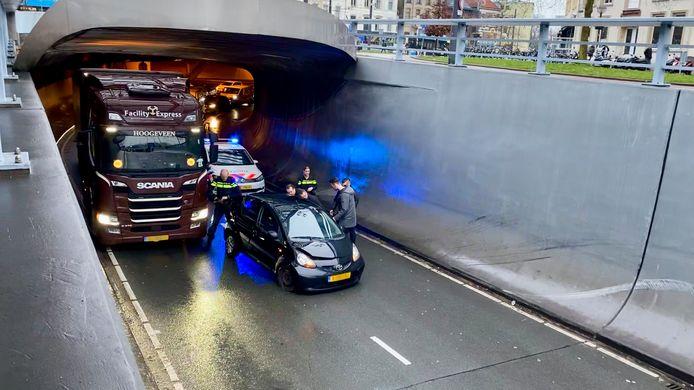 Een eenzijdig ongeval in de Willemstunnel in Arnhem.