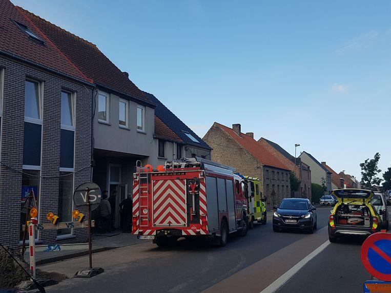 Brandweer, ziekenwagen, mug en politie kwamen ter plaatse.