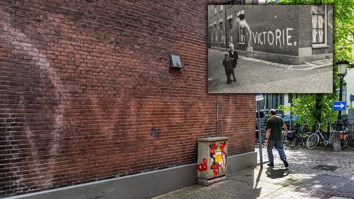 Hoek van Nieuwegracht met Magdalenastraat, waar op de muur nog vaag de NSB-leus V=Victorie te zien is.