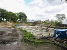 Bouw villa lag stil na aantreffen verontreinigde varkensstal onder de grond