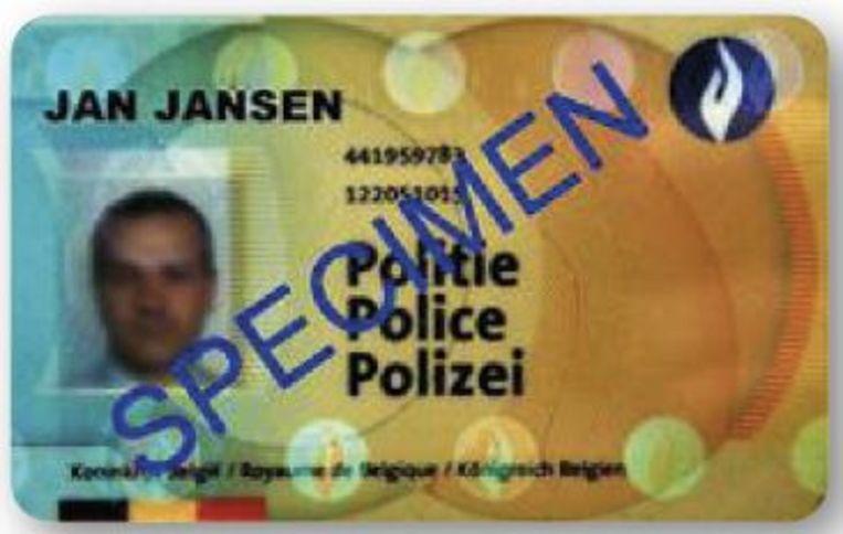 Wie bij de politie of brandweer werkt, legt een legitimatiebewijs of tewerkstellingsattest voor.