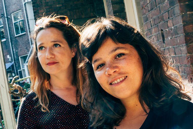 Documentairemakers Sarah Sylbing (rechts) en Ester Gould. Beeld TRBEELD