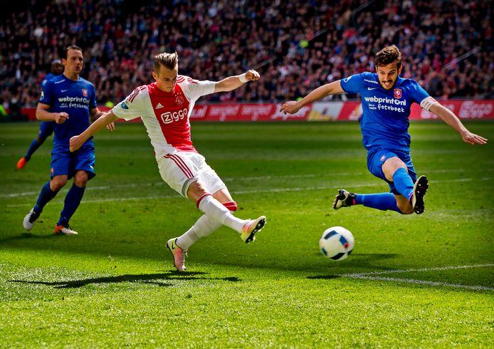 Vijf jaar geleden: Vaclav Cerny schiet de 1-0 binnen tegen FC Twente. Aanvoerder Bruno Uvini is te laat.