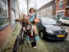 Auto voor de deur, maar door traag CBR moet Susan (38) al maanden met haar kinderen op de fiets