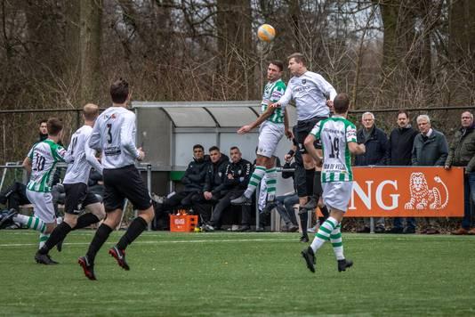 Kloetinge (groen-wit) ging zaterdag onderuit bij Forum Sport en liet dure punten liggen.
