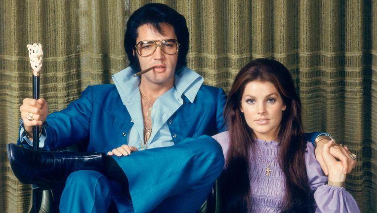 Priscilla naast haar Elvis rond 1971 Beeld getty