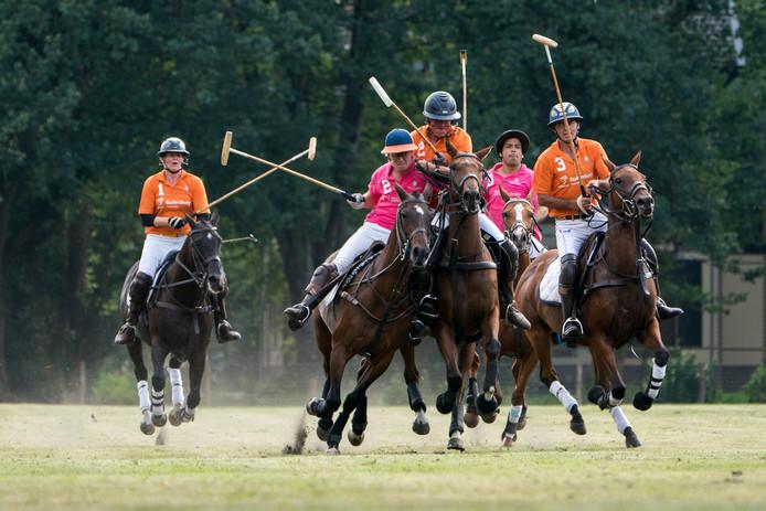 Polospelers in actie bij Paleis Het Loo