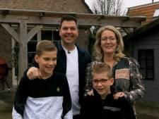 Familie Pos duikt op in Steenrijk Straatarm: 'Kom maar op met die creditcard, zou ik zeggen'