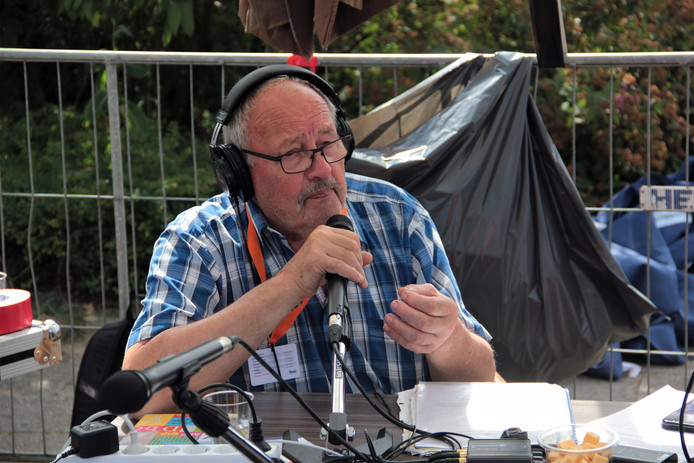 Jan Uythof, NOOS radiopresentator, neemt afscheid tijdens zijn laatste uitzending, live vanaf het festivalterrein tijdens de DION Triatlon.