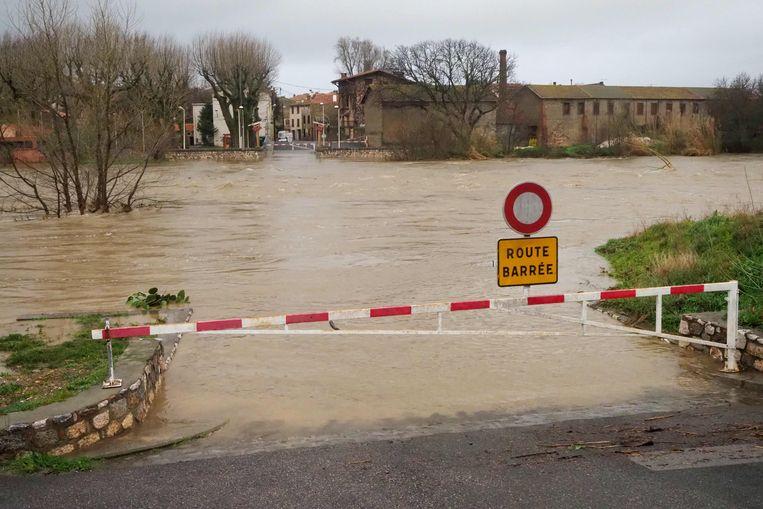 Door de overstroming van de rivier Agly liep het dorp Rivesaltes in het zuidoosten van Frankrijk grotendeels onder water.