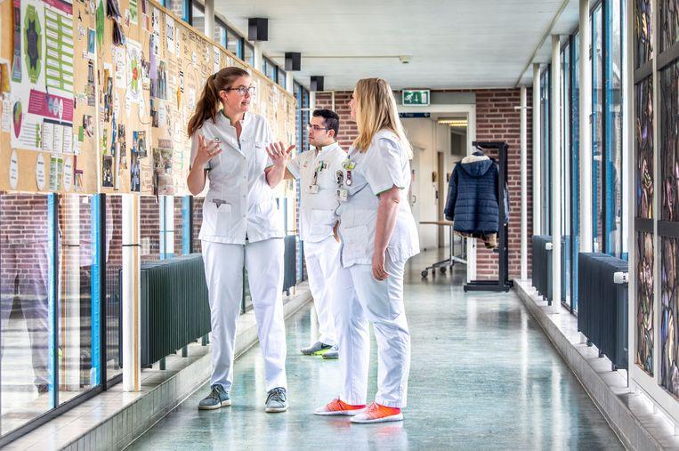 Verplegend personeel in een ziekenhuis. Beeld Raymond Rutting / de Volkskrant