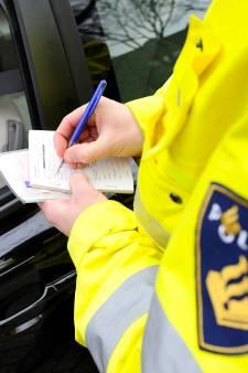 Automobilist racet op 'weed en speed' voorbij politieauto op A28 bij Zwolle