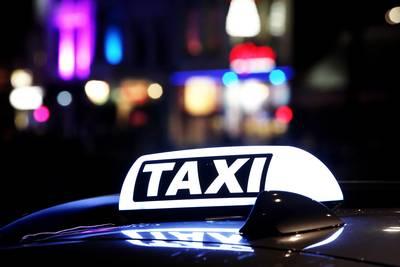 Bredase taxichauffeur mishandeld door meerdere mannen, twee aanhoudingen