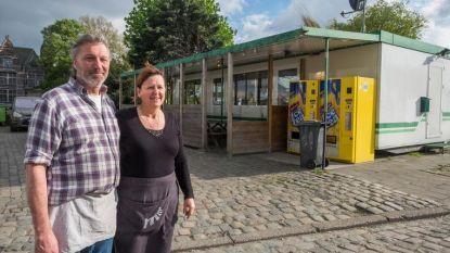 """Frituur Royerssluis aan Noordkasteel zoekt nieuwe locatie: """"Door de uitbreiding van de sluis moeten we weg"""""""