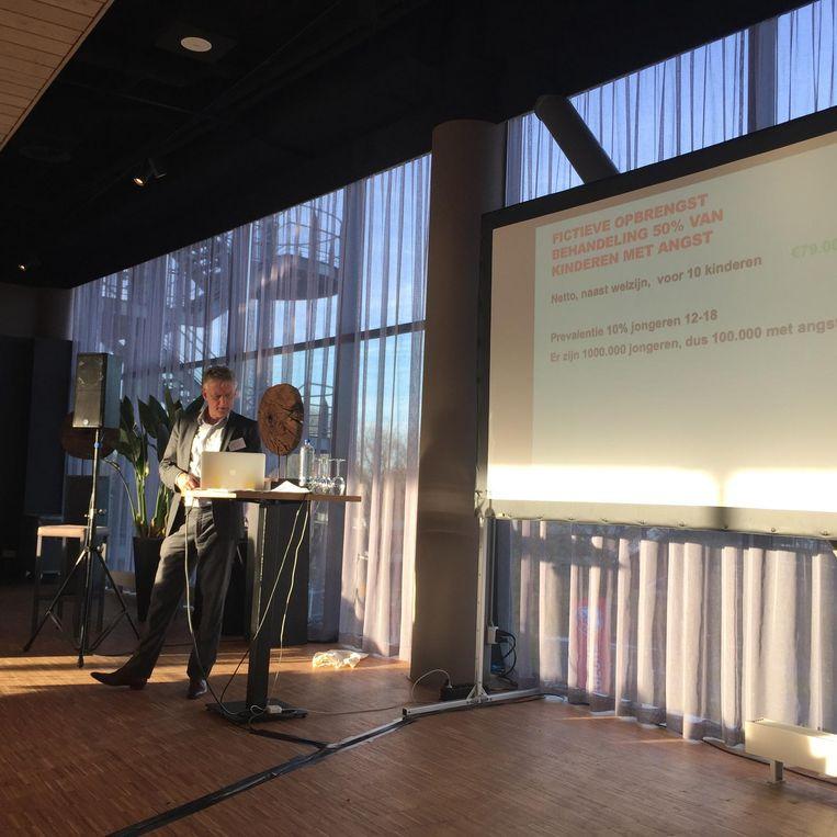 Peter Dijkshoorn geeft zijn workshop. Beeld