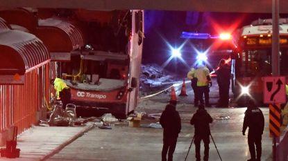 Dubbeldekker rijdt tegen bushalte in Canada: 3 doden en 23 gewonden