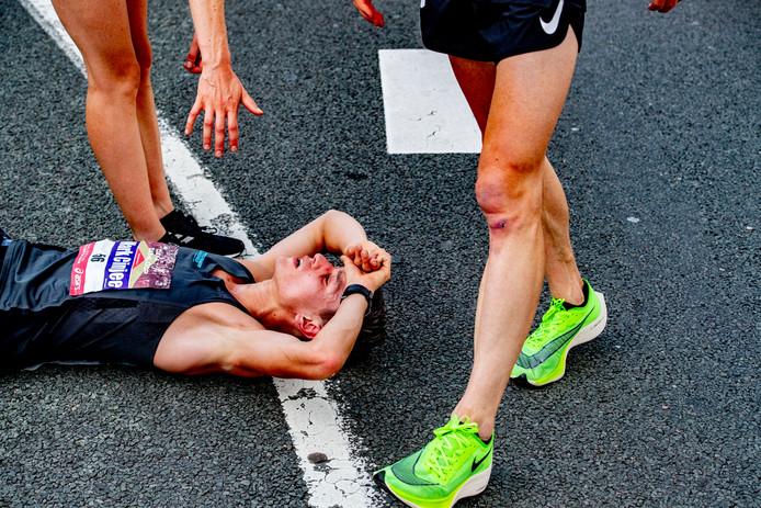 Meer renners hebben last van de warmte.