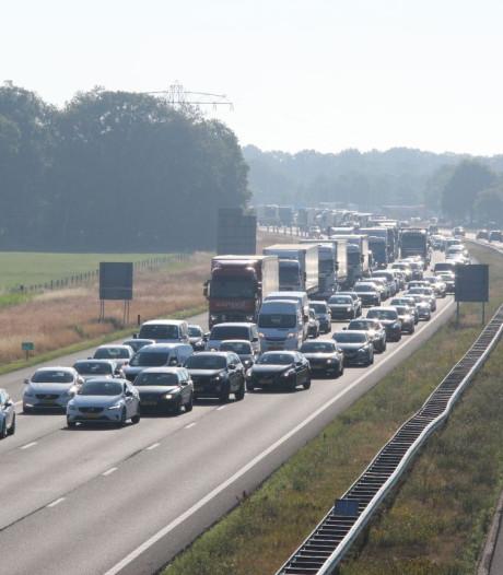 Twee ongevallen op A1 richting Deventer: kilometers file