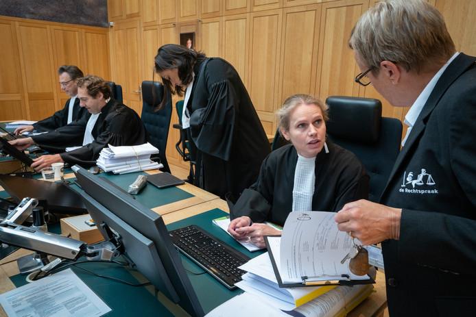 De meervoudige kamer van de rechtbank Den Bosch boog zich dinsdag over een viertal zaken waarin ouderen en zieken claimen dat de gemeente Eindhoven hun huishoudelijke hulp teveel heeft gekort.