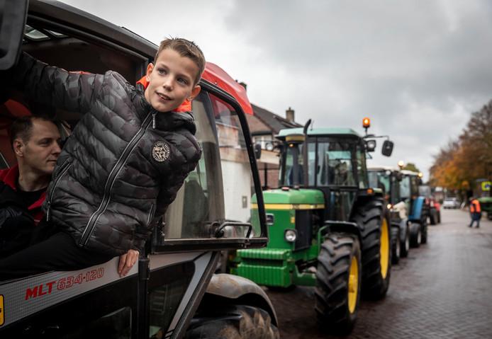 De Antoniusschool houdt een alternatieve staking, ze beginnen met een lunch en de kinderen worden door hun ouders afgezet met tractoren.